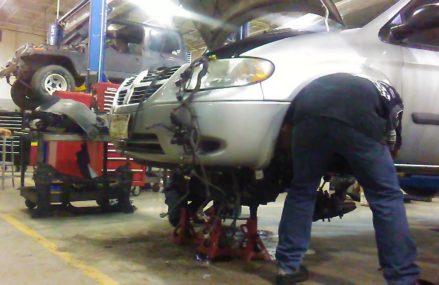 Dodge Caravan Removing Engine in Mc Kenzie 38201 TN