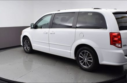 2017 White Knuckle Clearcoat Dodge Grand Caravan 4D Passenger Van #HR714588 Near Mc Cracken 67556 KS