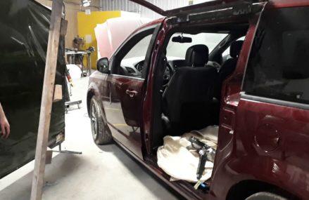 2018 Dodge Minivan gullwing door. For Montier 65546 MO