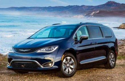 Chrysler Pacifica Hybrid 2018 Car Review From Miami 33178 FL