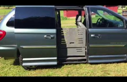 2007 Chrysler Town & Country Braun Entervan Conversion Van at Nappanee 46550 IN