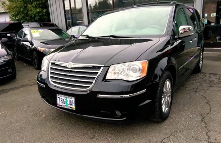 2009 CHRYSLER TOWN AND COUNTRY LIMITED LOADED DUEL DVD PLAYERS  NAVIGATION BACKUP CAMERA Local Milton 32572 FL