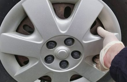 How to remove hubcaps with plastic lug nuts? For 25013 Barrett WV