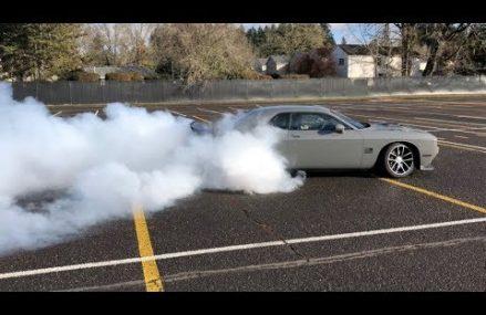 HUGE BURNOUT!!!  2017 Dodge Challenger 6.4 Hemi Scatpack in Loveland 45140 OH